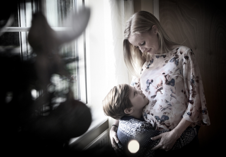 bump shoot of mum and son, Northamptonshire baby photographer